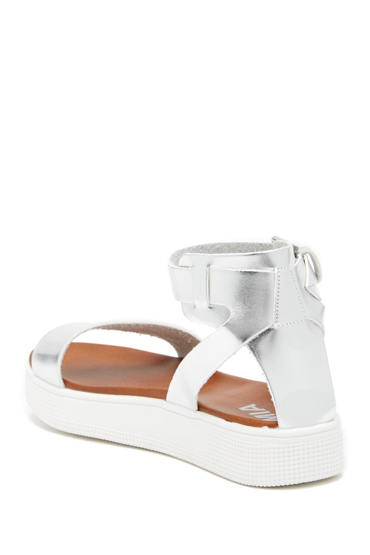 a8e496e2056 Lyst - MIA Katherin Platform Sandal in Metallic