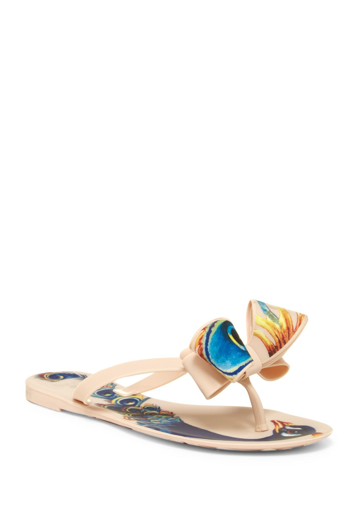 b263a82fb85bc2 Lyst - Dizzy Matte Peacock Bow Flip-flop in Natural