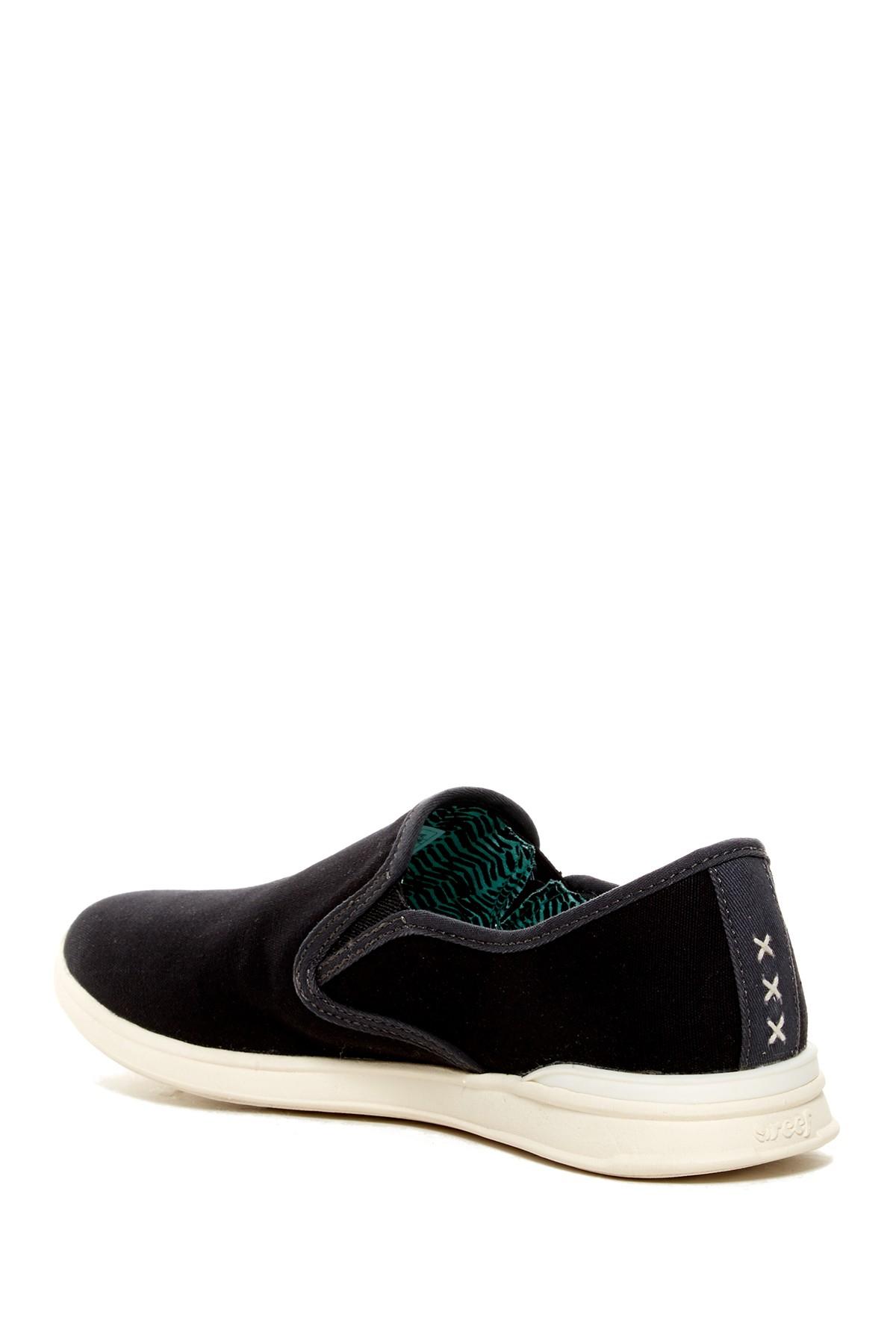 reef rover slip on sneaker in black black rfbla lyst
