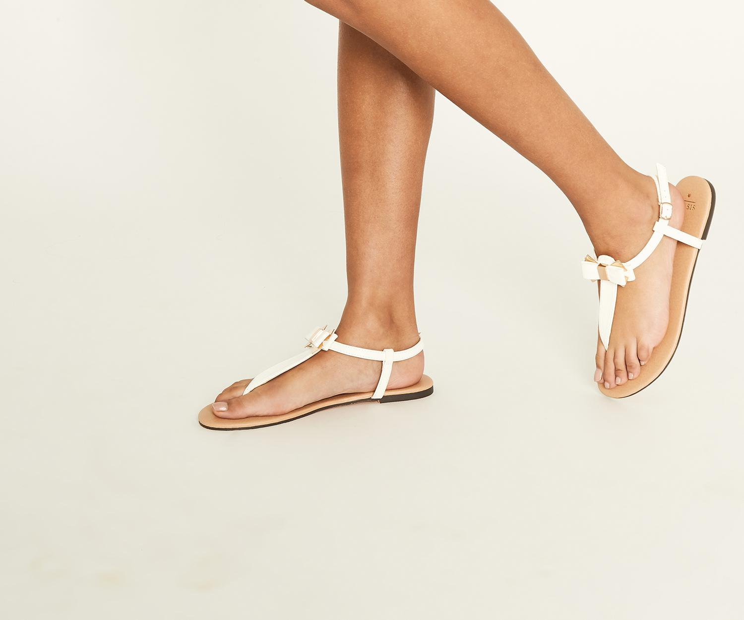 9bfc5ba3d2c78b Lyst - Oasis Bambi Bow Toe Post in White