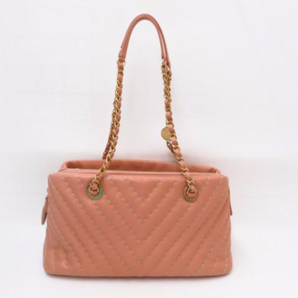 f55564db0b Gallery. Previously sold at  Reebonz · Women s Tumi Messenger Bag Women s  Chloe Pixie Women s Dolce Gabbana ...