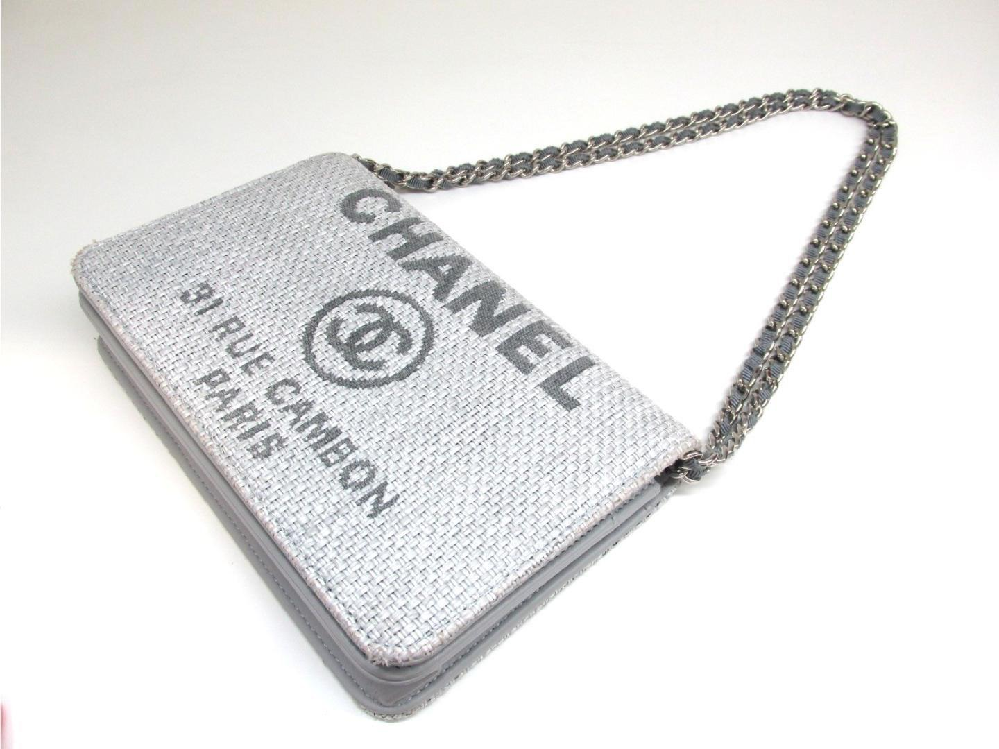 adbaff079c26 Chanel Straw Deauville Logo Canvas Cc Clutch Bag Gray Straw in Gray ...