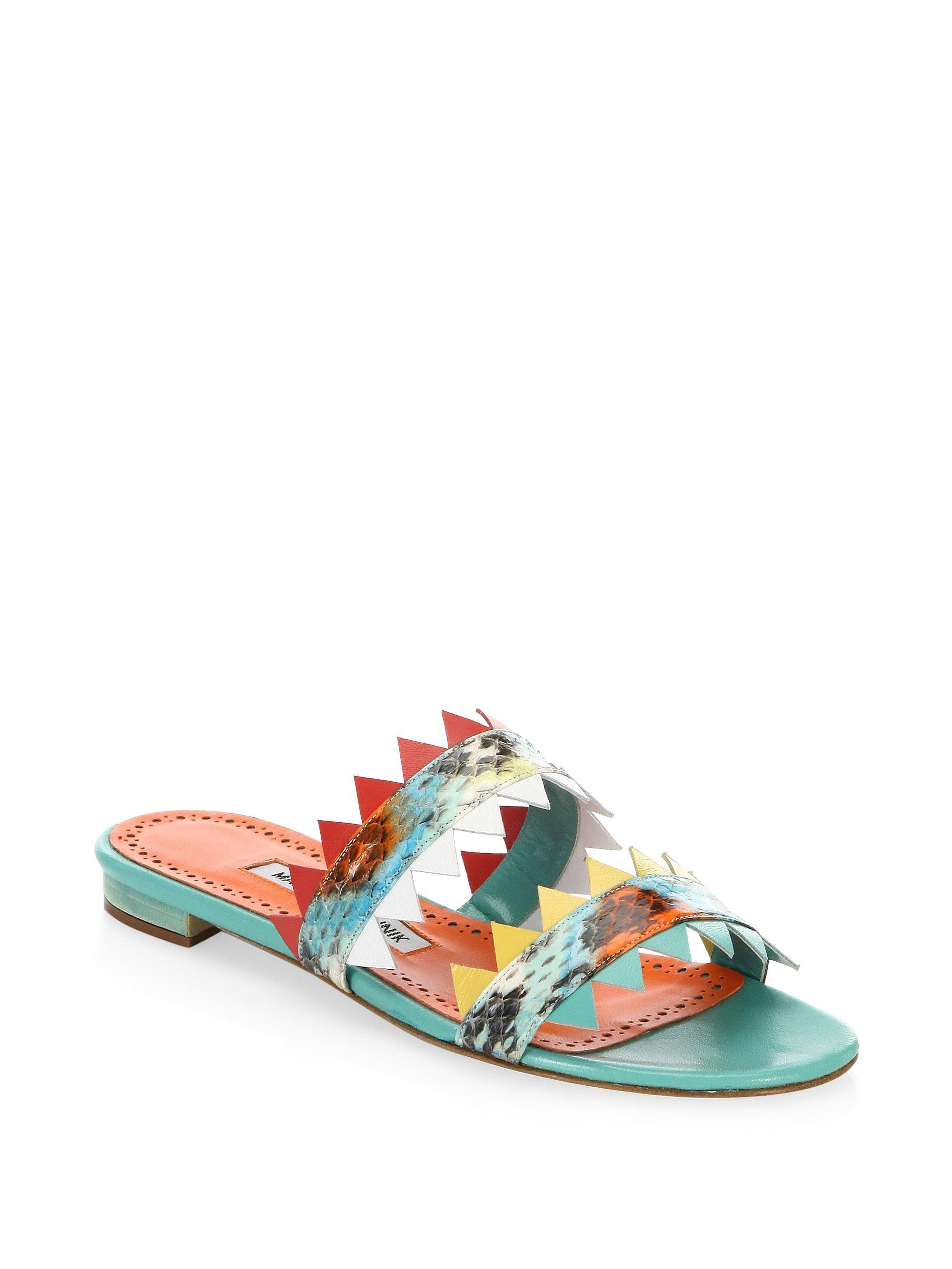Manolo Blahnik Scalloped-Trim Leather Sandals QZaUAjCWV