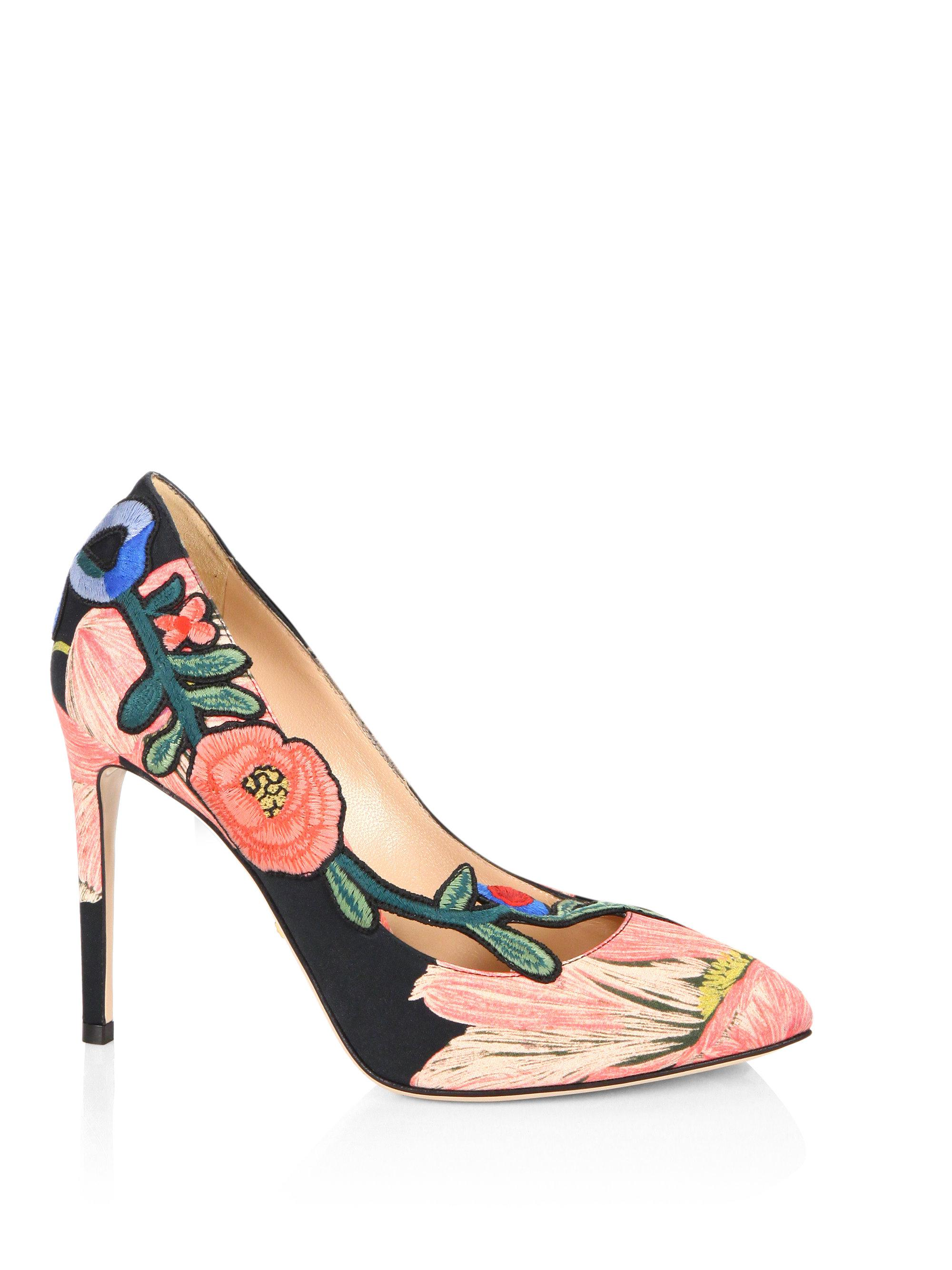 d22ca0ab50d Lyst - Gucci Ophelia Floral-embroidered Printed Satin Pumps in Pink
