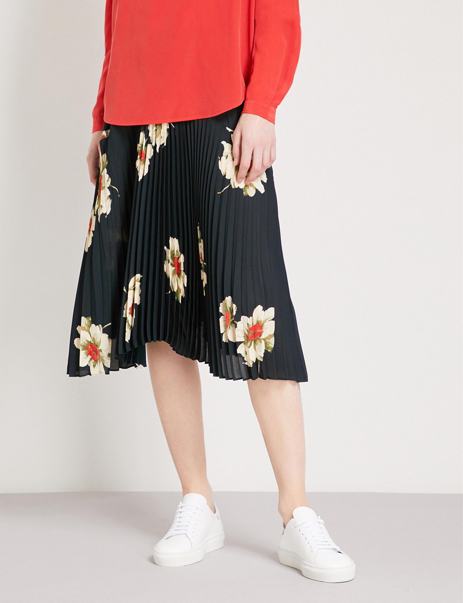 2ffcb105e Vince Gardenia Floral-print Pleated Crepe Skirt in Black - Lyst