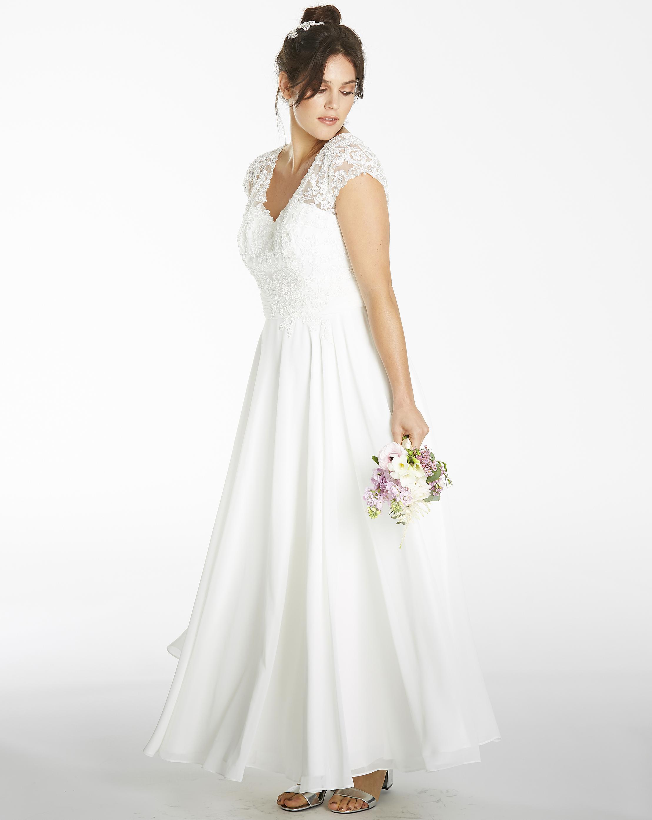 ea0e942b2f2 Simply Be Joanna Hope Lace Trim Maxi Dress in White - Lyst