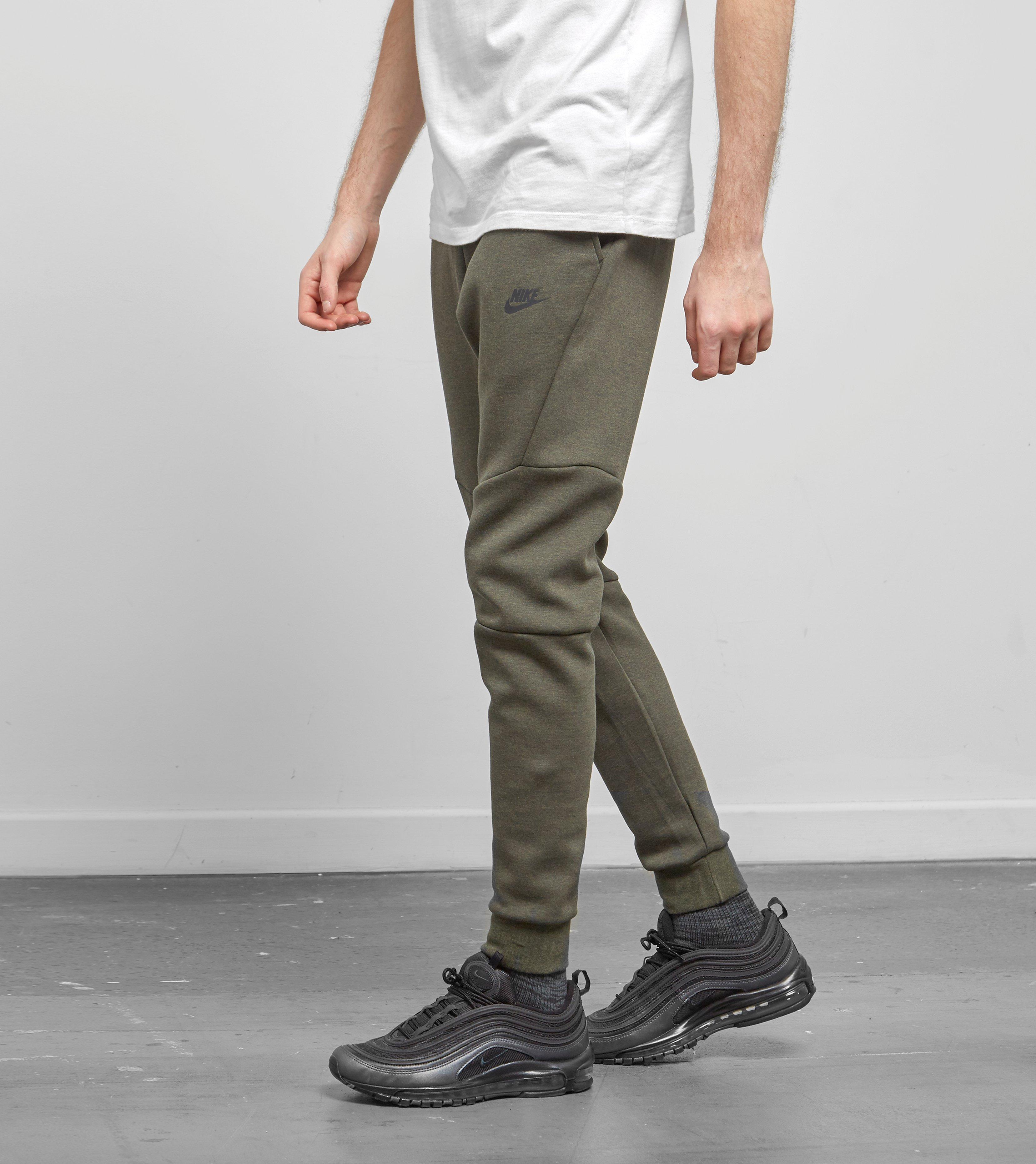 7bd5f48ecdc81 Nike Tech Fleece Joggers in Green for Men - Lyst