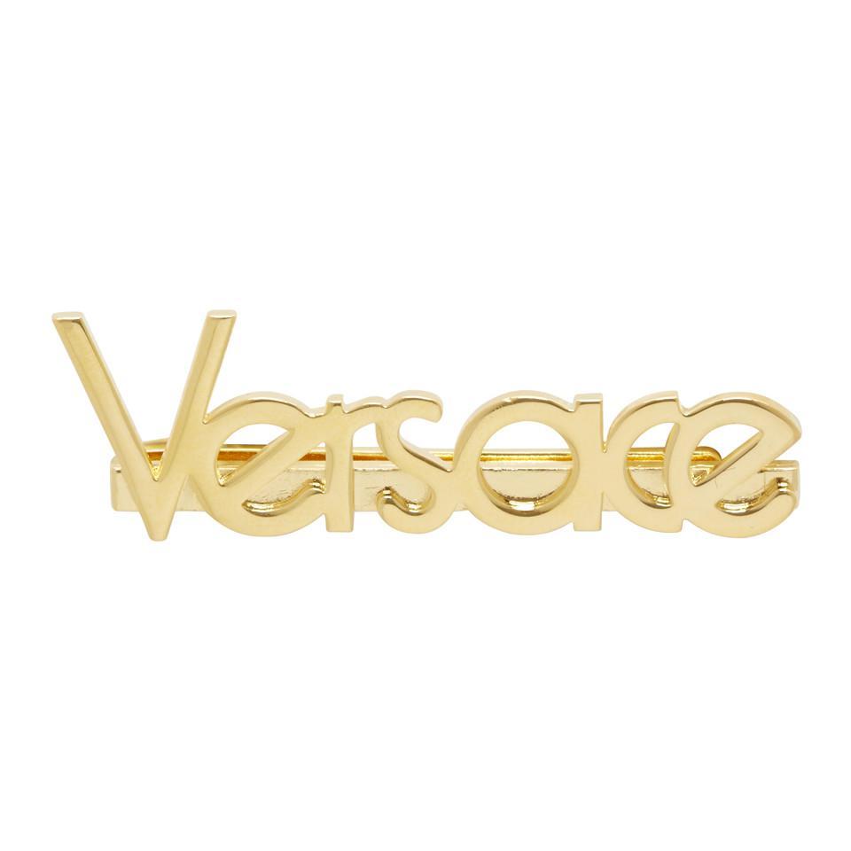 0103869d8 Versace Gold Logo Pin in Metallic - Lyst