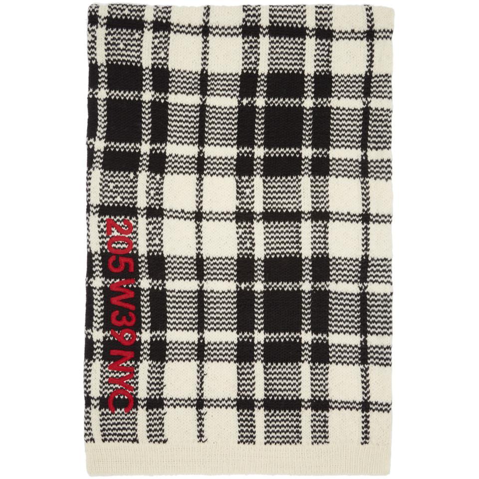 13ecaed8c11 Lyst - Foulard a broderies blanc casse et noir Blanket Calvin Klein ...