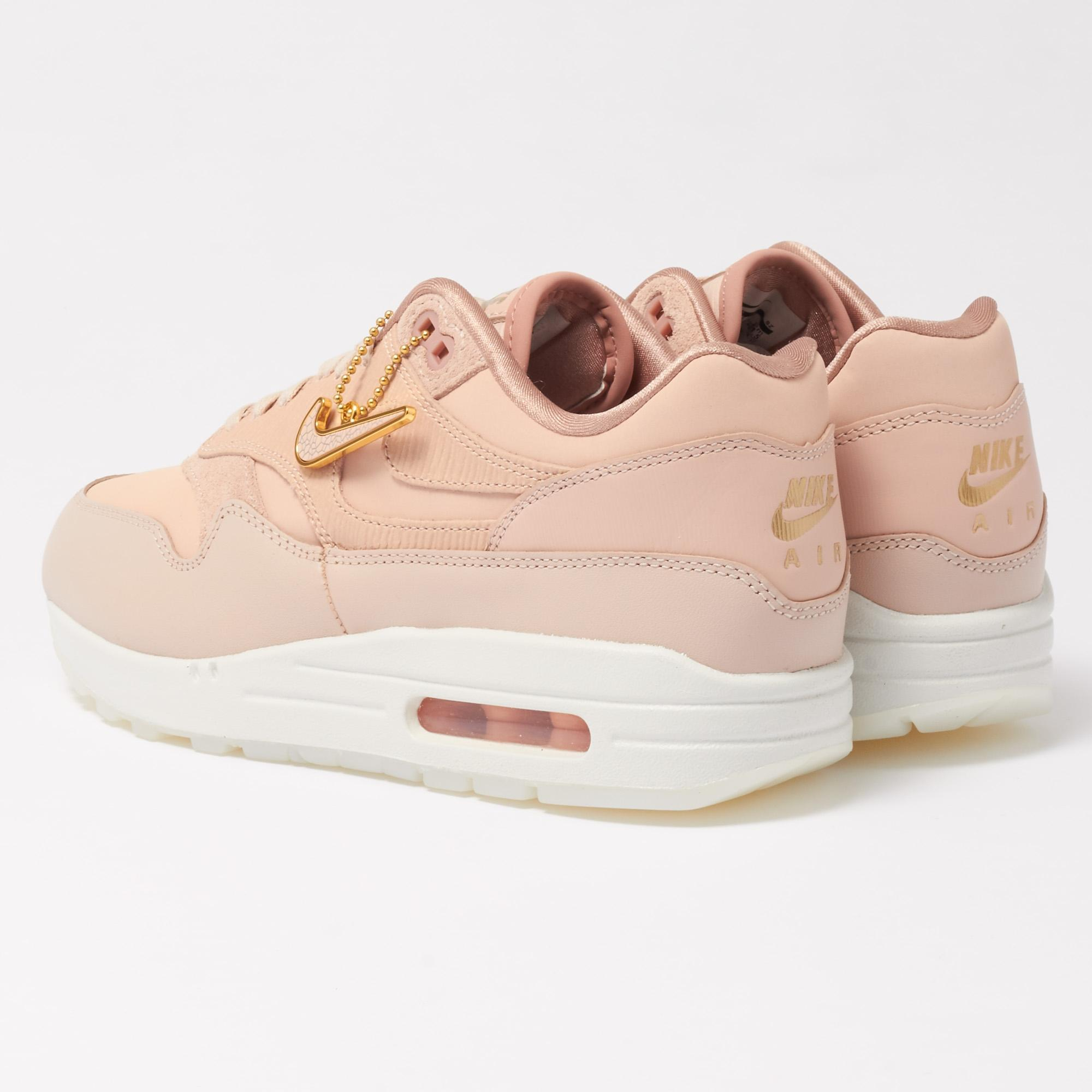 Gallery. Previously sold at  Stuarts London · Women s Nike Air Max ... c7ee2a2a3