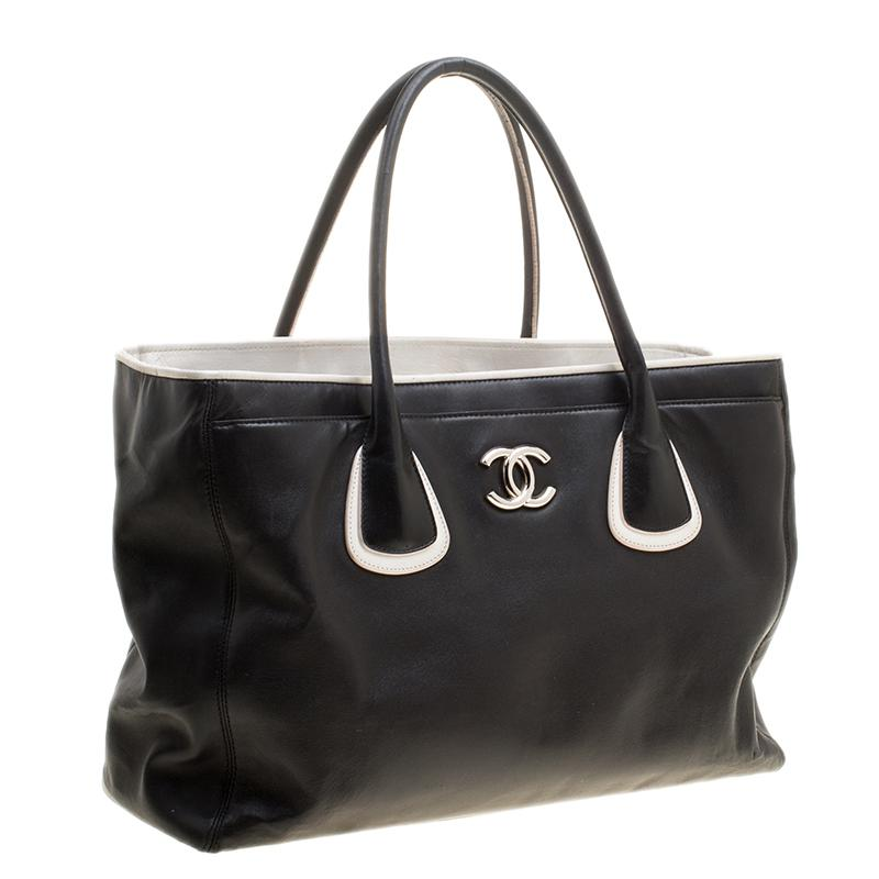 7b8f8ab30ad94d Chanel /white Leather Executive Cerf Tote in Black - Lyst