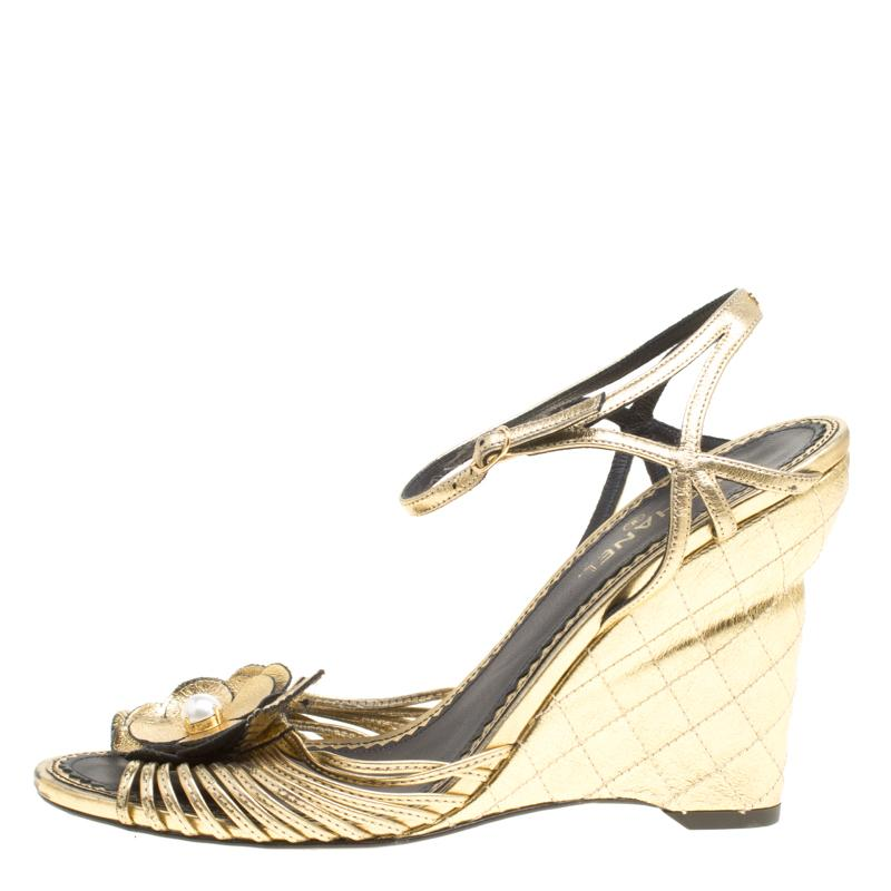 286e206cbeb3 Chanel - Metallic Gold Leather Sandals - Lyst. View fullscreen