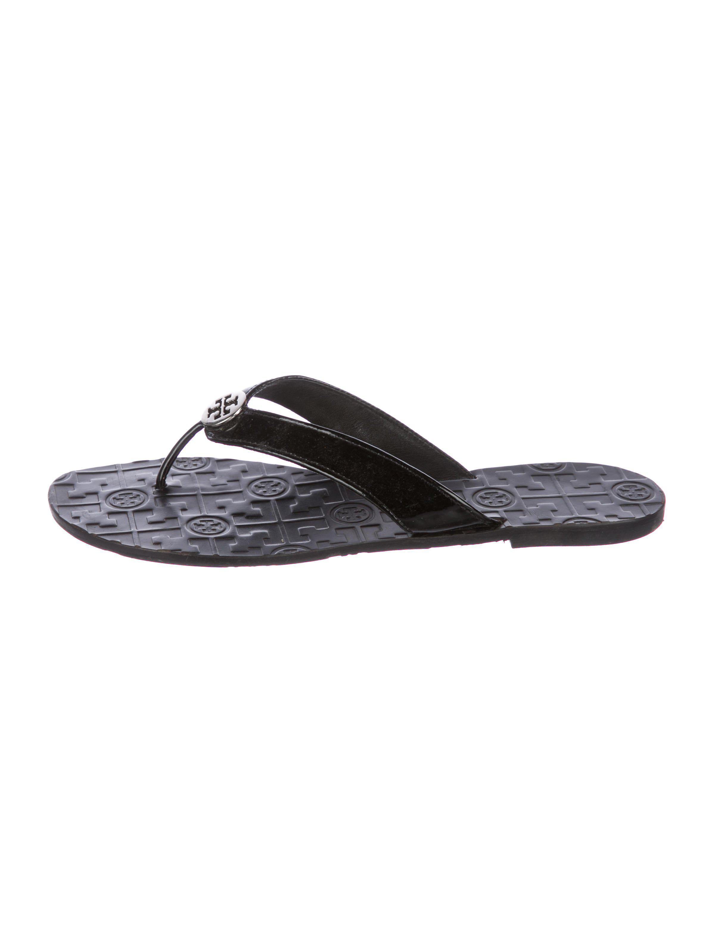 35744d702a72 Lyst - Tory Burch Patent Thong Sandals Black in Metallic