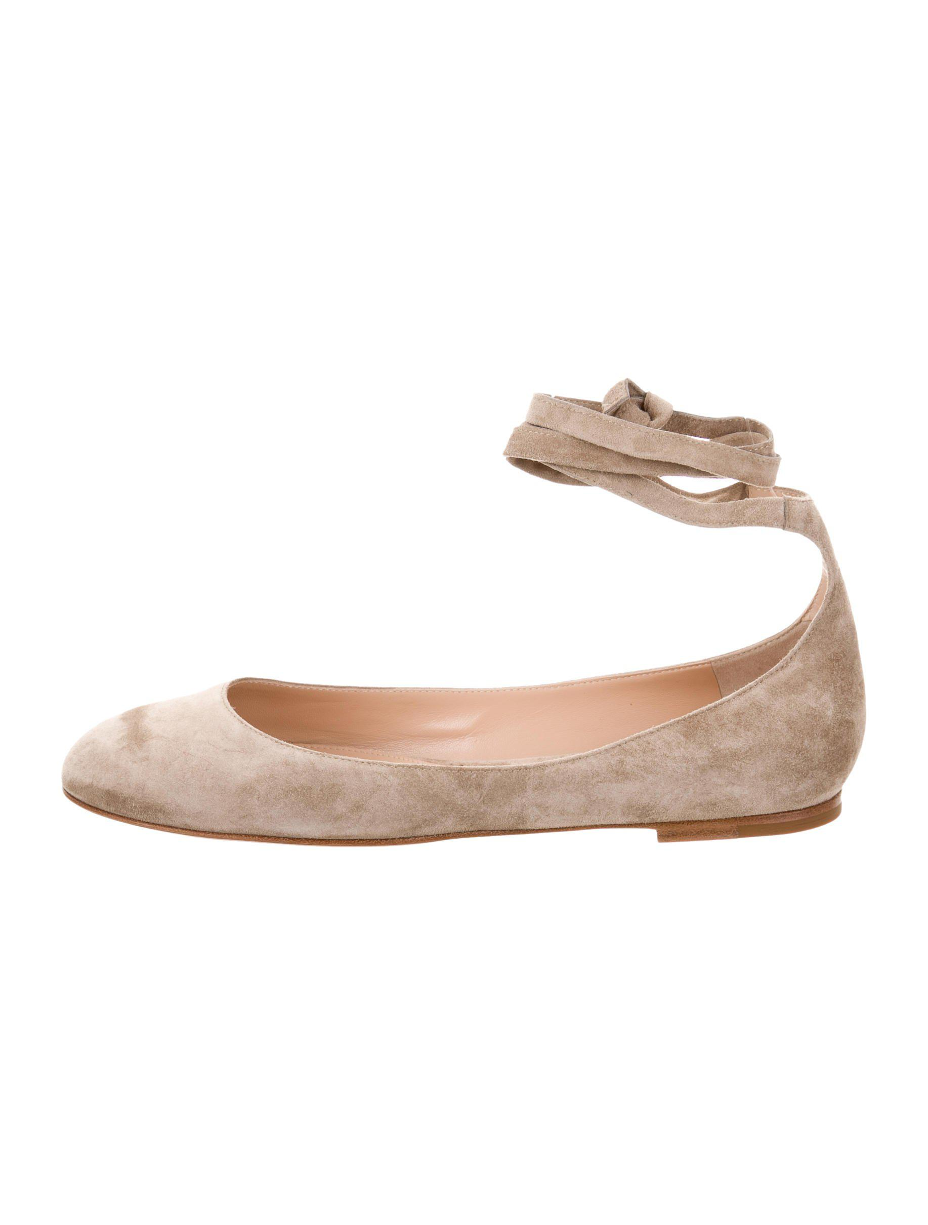 38c4af0e133a Lyst - Gianvito Rossi Carla Suede Flats W  Tags Beige in Natural
