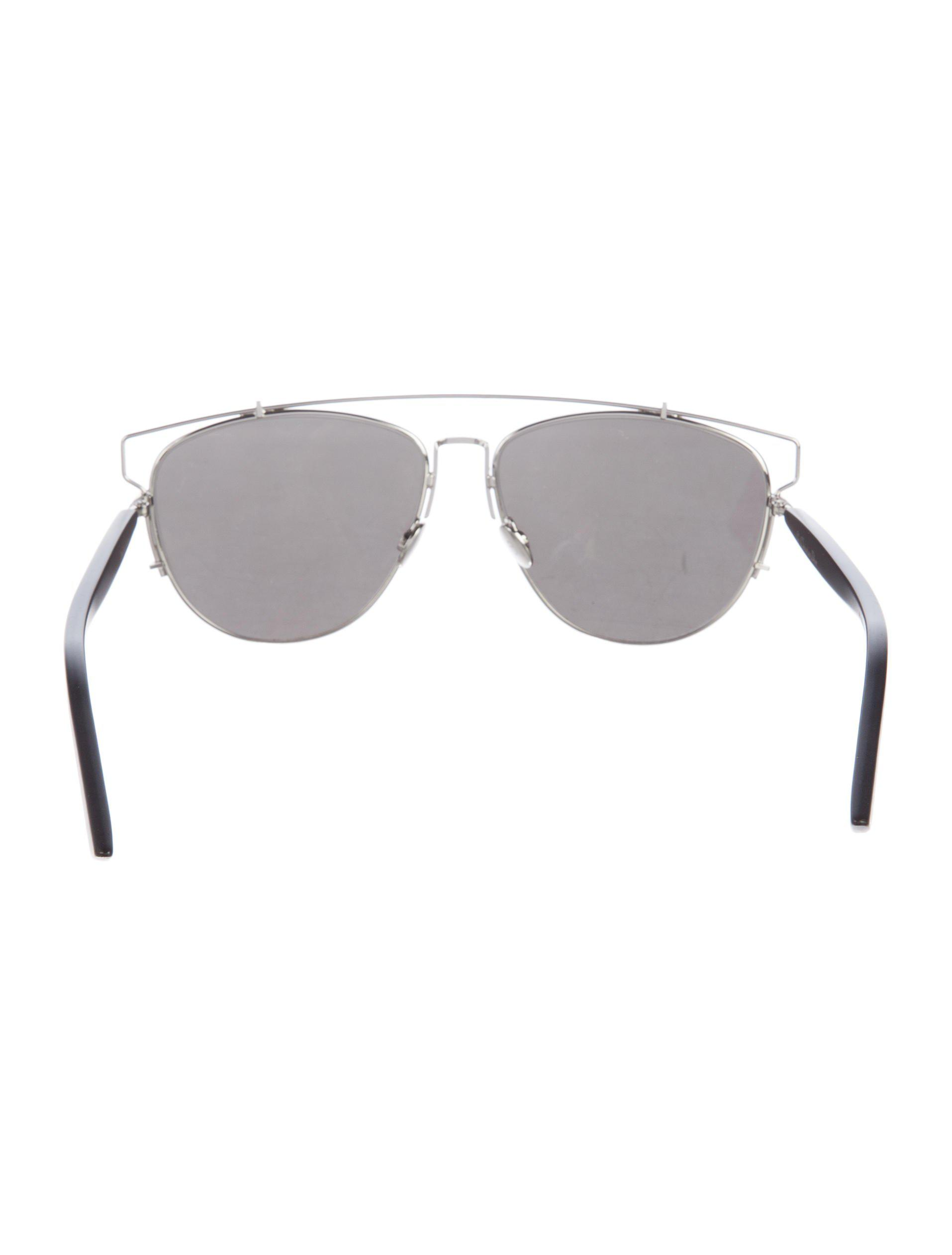 7a41d0e87bee Gallery. Previously sold at  The RealReal · Women s Mirrored Sunglasses