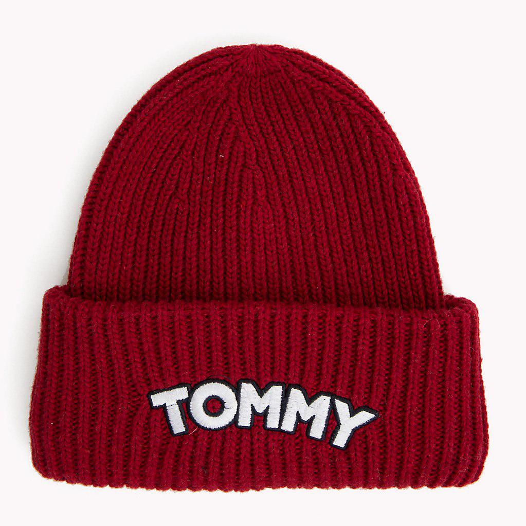 tommy hilfiger logo patch beanie hat in red lyst