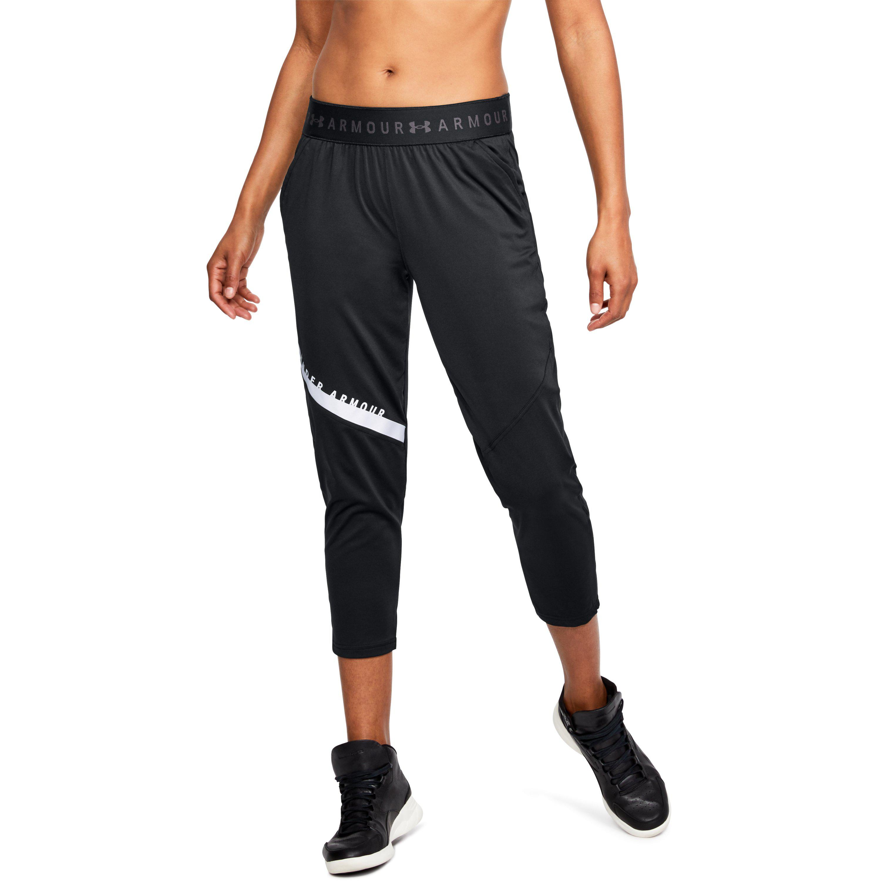 16075a75343972 Under Armour Women's Ua Armour Sport Graphic Crop in Black - Lyst
