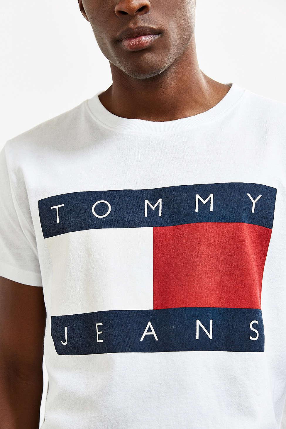 lyst tommy hilfiger tommy jeans for uo 39 90s logo tee in white for men. Black Bedroom Furniture Sets. Home Design Ideas