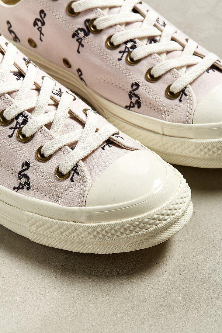 9fbf50f2b18 Gallery. Previously sold at  Urban Outfitters · Women s Converse Chuck  Taylor ...