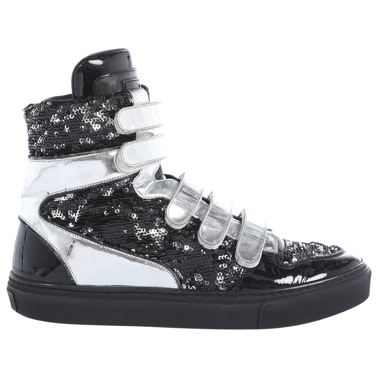 43b16e68f64c Louis Vuitton. Women s Metallic Silver Leather Trainers. £341 From Vestiaire  Collective