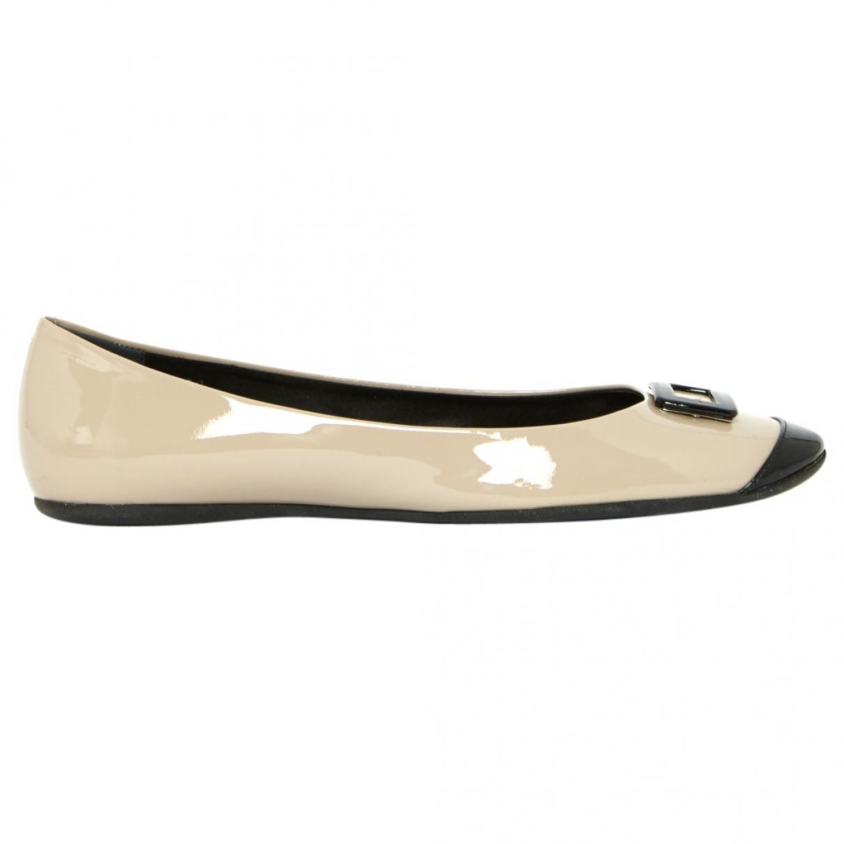 7fa89ed4b355 Lyst - Roger Vivier Pre-owned Patent Leather Flats.