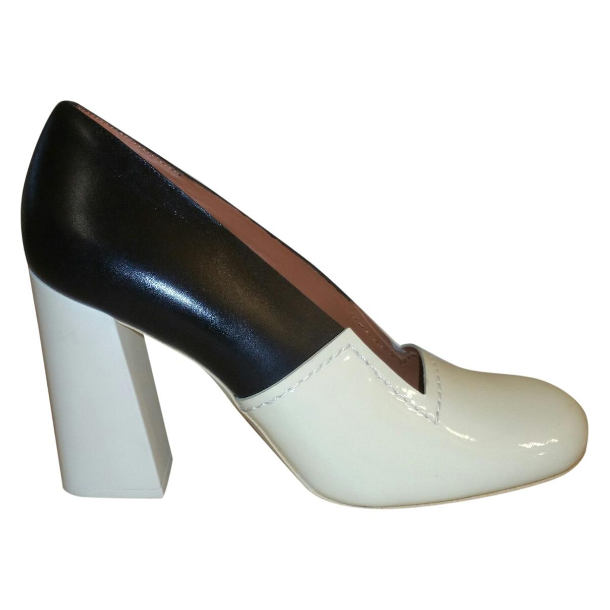 Pre-owned - Patent leather high heel Celine W2cbo6KSn5