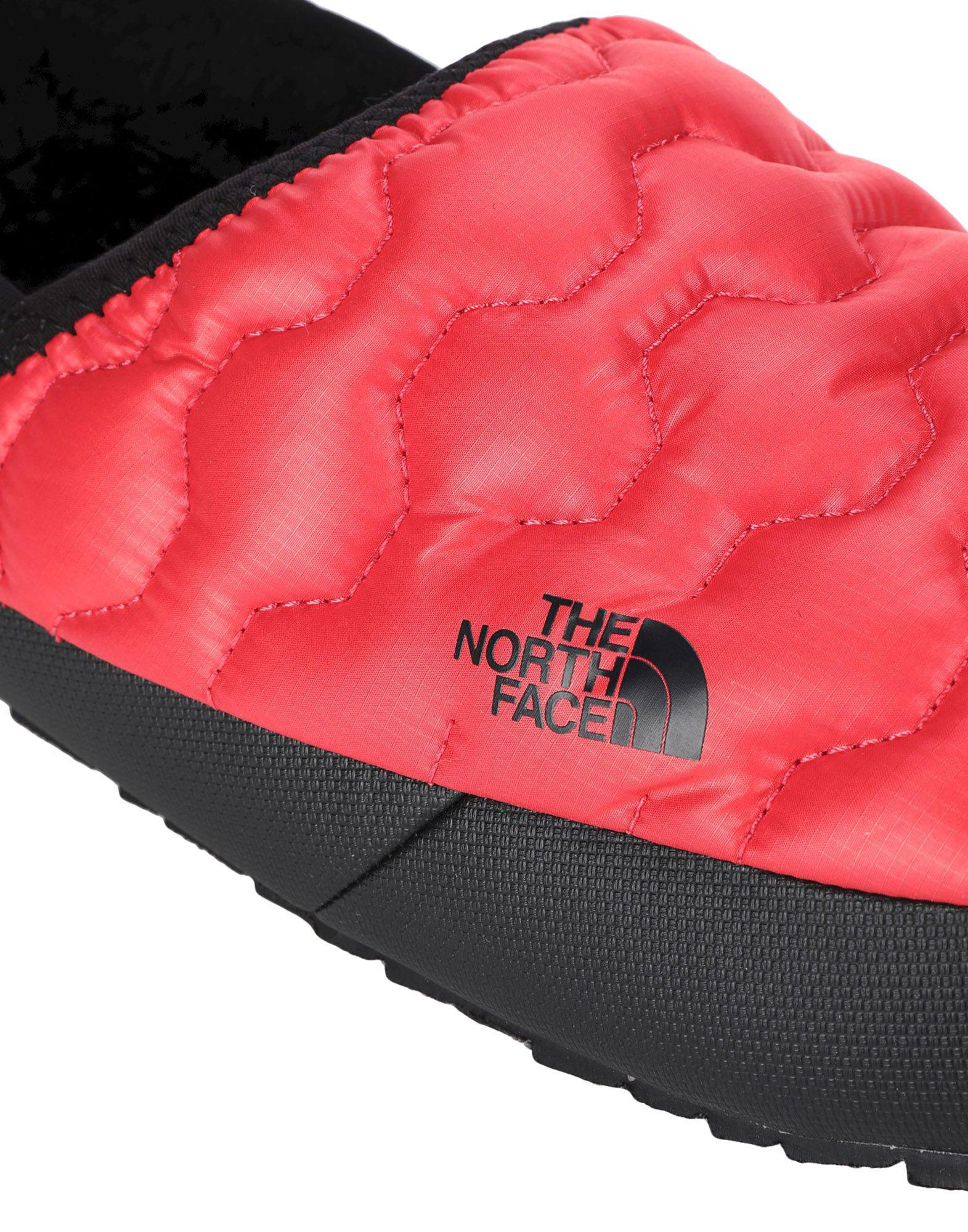 e4dba4049cd9 The North Face Slippers in Red for Men - Save 15% - Lyst