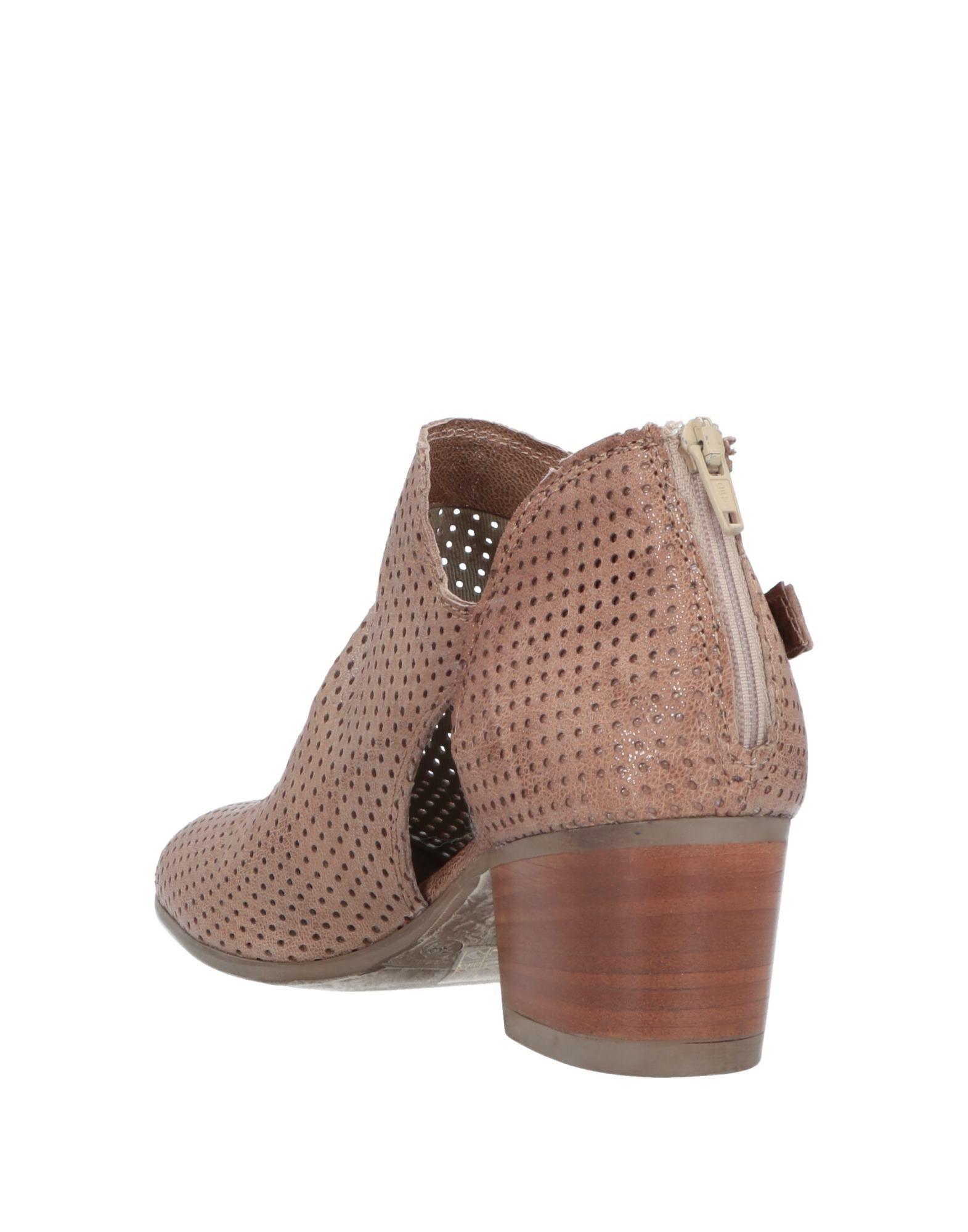 63a148e07e76 Lyst - Fabbrica Deicolli Ankle Boots in Natural