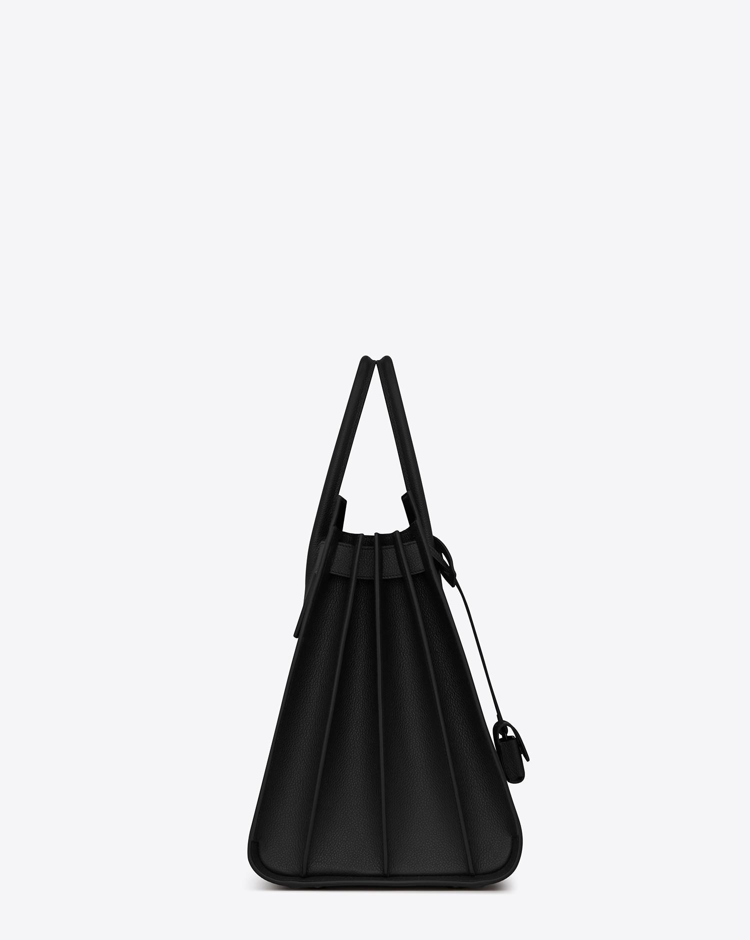 Saint Laurent. Grand sac de jour carry all en cuir grainé homme de coloris  noir d616e757257