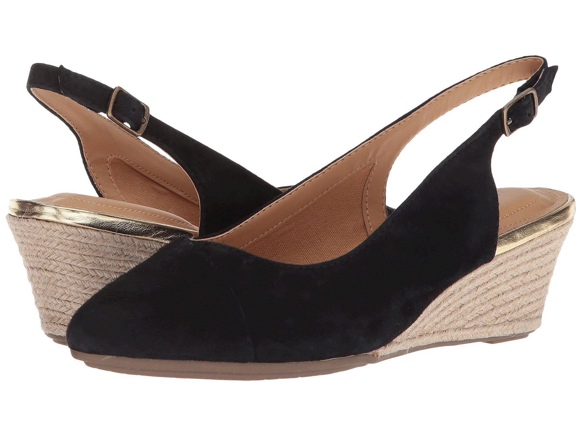 Me Too Sofia Suede Wedge Sandals rhAkTEz