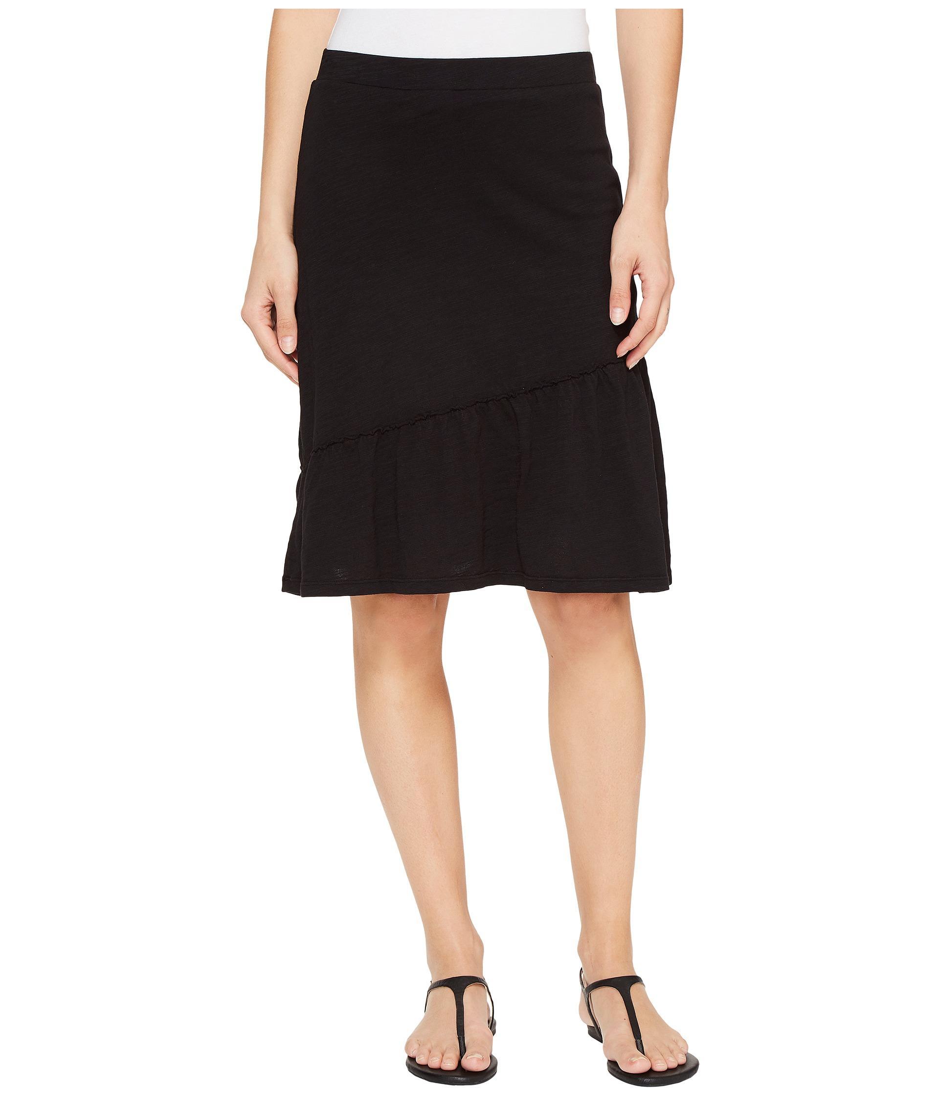 Navy jersey dress w/crossover v-neckline, royal blue & black re-embroidered lace short sleeves, slightly flared skirt w/v-notch at left knee | Vanna White's dresses | Wheel of .